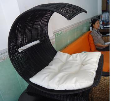 Poly Rattan Cat chair with white cushion