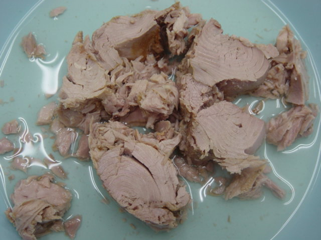 sell Canned tuna petfood ,Treat ,Snack ,Jerky ,dry dog and cat food OEM Factory thailand